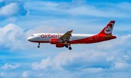 FRANCOFORTE, ALEMANHA: 23 DE JUNHO DE 2017: Airbus A320 Air Berlin era Ger Imagem de Stock Royalty Free