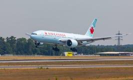 FRANCOFORTE, ALEMANHA: 23 DE JUNHO DE 2017: Boeing 777-200LR Air Canada é Imagens de Stock
