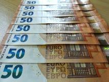 FRANCOFORTE, ALEMANHA, em maio de 2017 - os 50 tipos novo do Euro, cédulas do Banco Central Europeu Imagens de Stock
