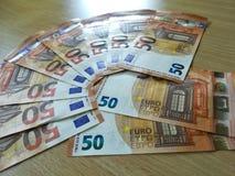 FRANCOFORTE, ALEMANHA, em maio de 2017 - os 50 tipos novo do Euro, cédulas do Banco Central Europeu Imagem de Stock
