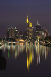 Francoforte alla notte Immagini Stock