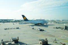 Francoforte - am - cano principal, Alemanha - 11 de outubro de 2015: férias, desejo por viajar, viagem Lufthansa Airbus, avião de Foto de Stock