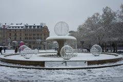 Francoforte, Germania - 3 dicembre: La fontana davanti opera di operazione di Alte alla vecchia il 3 dicembre 2017 a Francoforte Fotografia Stock