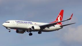 FRANCOFORTE, GERMANIA - 28 febbraio 2015: GEN seguente di Boeing 737 - MSN 42006 - TC-JVE di atterraggio di Turkish Airlines a Fr Immagini Stock