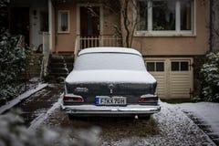 Francoforte, Germania - 5 febbraio 2019: Un'automobile d'annata di Mercedes a Francoforte fotografie stock