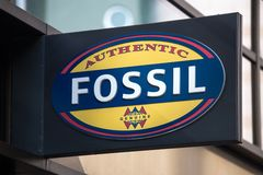 Francoforte, hesse/Germania - 11 10 18: segno fossile su una costruzione a Francoforte Germania fotografia stock libera da diritti