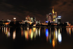 Francoforte na noite Fotografia de Stock Royalty Free