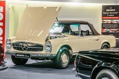 FRANCOFORTE - SEPT 2015: BR 1969 do cabrio do PAGODE de MERCEDES-BENZ 280SL Imagem de Stock