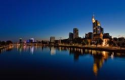 Francoforte sul Meno alla notte Immagine Stock