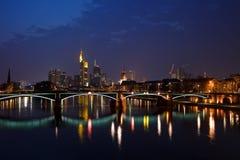 Francoforte sul Meno alla notte Fotografia Stock Libera da Diritti