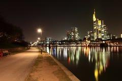Francoforte sul Meno - riva del fiume Immagini Stock