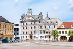 在巴伐利亚目的地franconia有历史德国的大厅附近其已知的被找出的中世纪中间老保留的rothenburg游人城镇井世界 库存照片