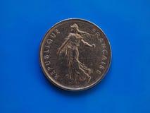 5 francos de moneda, Francia sobre azul Fotos de archivo libres de regalías