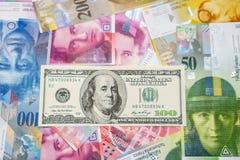 Francos suíços e dólares Imagens de Stock Royalty Free