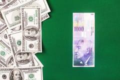 Francos suíços e dólares Fotografia de Stock