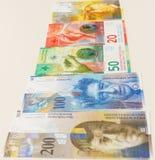 Francos suizos con las nuevas veinte y cincuenta cuentas del franco suizo Imagen de archivo libre de regalías