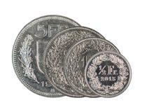 1, 2, 5 francos suizos y moneda del centavo de 50 suizos con el fondo blanco fotos de archivo libres de regalías