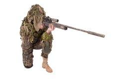 Francotirador camuflado en traje del ghillie Imagen de archivo