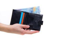 Francs suisses payant avec le portefeuille Photos stock