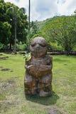 Francuska Polynesia tik Tahiti rzeźbiąca kamienna statua Zdjęcie Royalty Free