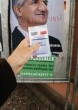 Francuska rejestr wyborczy karta trzymająca przed Jean Lassalle po Obraz Royalty Free