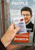 Francuska rejestr wyborczy karta trzymająca przed Luc Melench Fotografia Stock