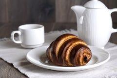 Francuski śniadanie z croissant i kawą Zdjęcie Stock