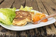 Francuski omlet z sałatą i pomidorami Obrazy Royalty Free