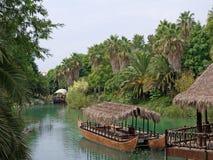 Francuski Polynesia, na rzece target974_1_ czółno. Zdjęcia Stock