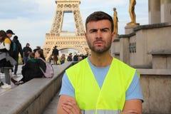Francuski protestuj?cy przed wie?? eifl? obraz royalty free