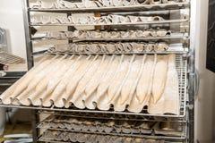 Francuskiego ciasta chlebowi baguettes przygotowywający dla gotować Fotografia Stock