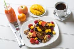 Francuskiej grzanki śniadaniowy kawowy sok Fotografia Royalty Free