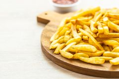 Francuzów dłoniaki z pomidoru lub ketchupu kumberlandem zdjęcie stock