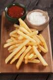 Francuzów dłoniaki z ketchupem i Mayo obraz royalty free