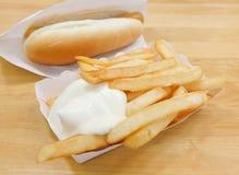 Francuzów dłoniaki z majonezem i hot dog zdjęcia royalty free