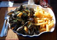 francuz smaży mussels zdjęcie royalty free