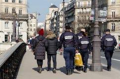 Francuza Milicyjny zlewać z pedestrians obrazy stock