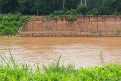 Frane attraverso il fiume Fotografia Stock Libera da Diritti