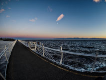 Frangiflutti ad Ogden Point in Victoria, BC, il Canada; Ti di tramonto Fotografia Stock Libera da Diritti
