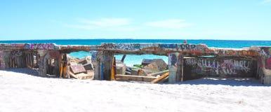 Frangiflutti concreto con l'etichettatura: Fremantle, Australia occidentale fotografia stock libera da diritti
