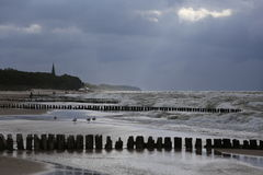 Frangiflutti, spiaggia sul Mar Baltico, Polonia Fotografie Stock