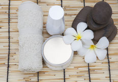 Frangipani spa set and polished stone copy space for Text Royalty Free Stock Photos