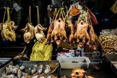 Frangos assados no mercado asiático Fotos de Stock Royalty Free