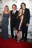 Frank Dicopoulos, vrouw Teja, zoon Jaden, dochter Olivia komt bij het 2011 FAAN Los Angeles Feest aan Stock Fotografie