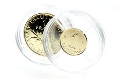 1 Franken und 1 CentimeGoldmünzen Lizenzfreie Stockfotos