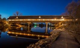 Frankenmuth被遮盖的桥在晚上 免版税图库摄影