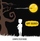 Frankenstein малыша Halloween стоя в желтой луне Стоковые Фотографии RF
