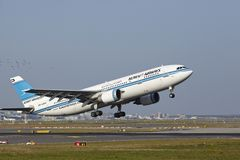 Frankfurt Airport - Airbus A300 of Kuwait Airways takes off Stock Photos