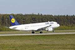 Frankfurt Airport - Airbus A320-200 of Lufthansa takes off Stock Photo