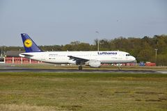 Frankfurt Airport - Airbus A320-200 of Lufthansa takes off Stock Photography